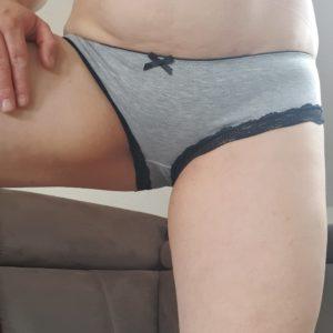 Lecker saftiger Panty grau im schwarzer Spitze